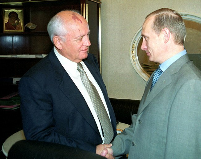 Vladimir Putin greets Mikhail Gorbachev in the Kremlin. August 10, 2000