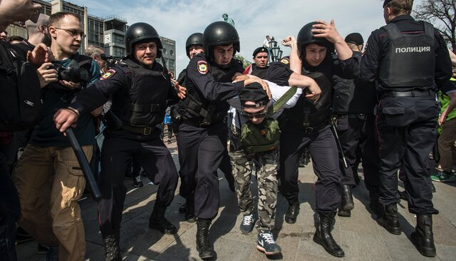 Police officers detain a demonstrator in Moscow's Pushkin Square. May 5, 2018