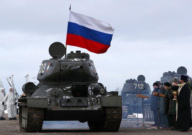 """Тридцать танков Т-34, <a  data-cke-saved-href=""""https://meduza.io/news/2019/01/09/laos-vernul-rossii-tridtsat-polnostyu-ispravnyh-tankov-t-34"""" href=""""https://meduza.io/news/2019/01/09/laos-vernul-rossii-tridtsat-polnostyu-ispravnyh-tankov-t-34"""" target=""""_blank"""">переданных</a> России армией Лаоса, прибыли вподмосковный Наро-Фоминск. Они поступят враспоряжение базирующейся вгороде Кантемировской дивизии ивпоследствии будут участвовать впарадах Победы ивсъемках исторических фильмов. Танки были ввезены вРоссию через Владивосток 9января иоттуда перевозились вМосковскую область пожелезной дороге. Напути следования эшелон встречали торжественными <a  data-cke-saved-href=""""https://tass.ru/armiya-i-opk/6018293"""" href=""""https://tass.ru/armiya-i-opk/6018293"""" target=""""_blank"""">митингами</a> и<a  data-cke-saved-href=""""https://tass.ru/armiya-i-opk/5992613"""" href=""""https://tass.ru/armiya-i-opk/5992613"""" target=""""_blank"""">концертами</a>."""