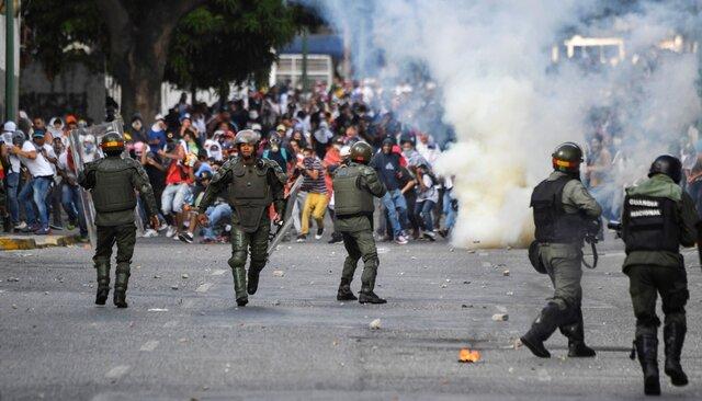 Столкновения демонстрантов сполицией вКаракасе 23января 2019 года