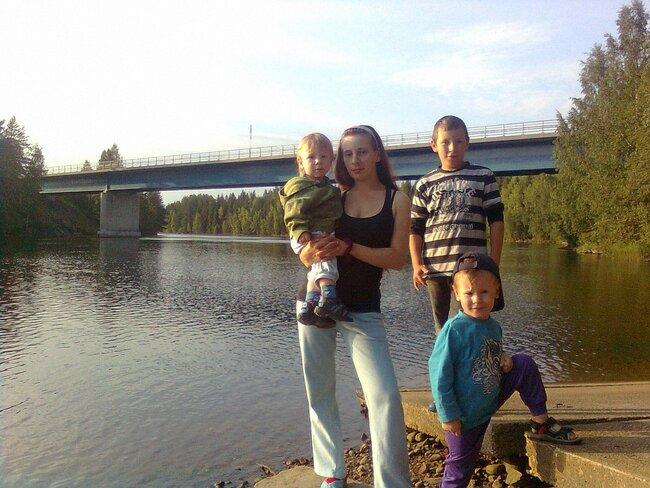 Лидия Киселева стремя детьми
