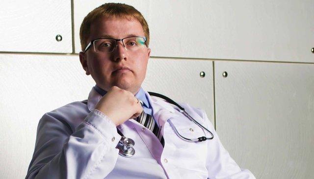 Коллеги ипациенты обвинили московского педиатра вмошенничестве. Онякобы годами колол детям физраствор вместо прививок