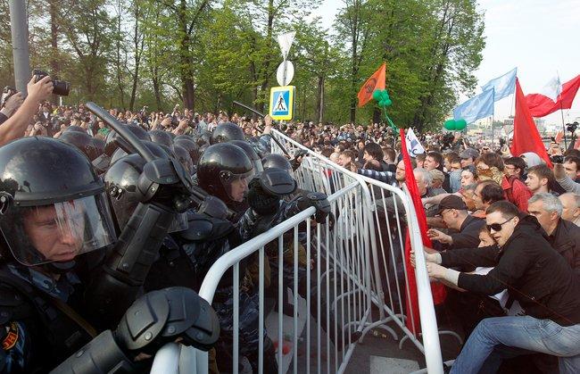 Полицейские вовремя оппозиционного «Марша миллионов» вМоскве. 6мая 2012 года