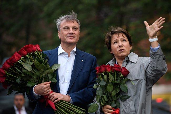 Татьяна Юмашева иГерман Греф вовремя возложения цветов кпамятнику Бориса Ельцина. 28июня 2017 года