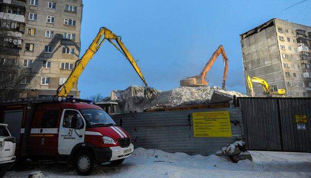 Расчистка обломков разрушенных подъездов. Проспект Карла Маркса, 164, Магнитогорск
