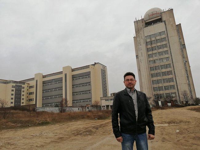 Исполнительный директор «ИТ-Крым» Олег Королев ивысотка «Одеколон», где вот-вот должен открыться технопарк