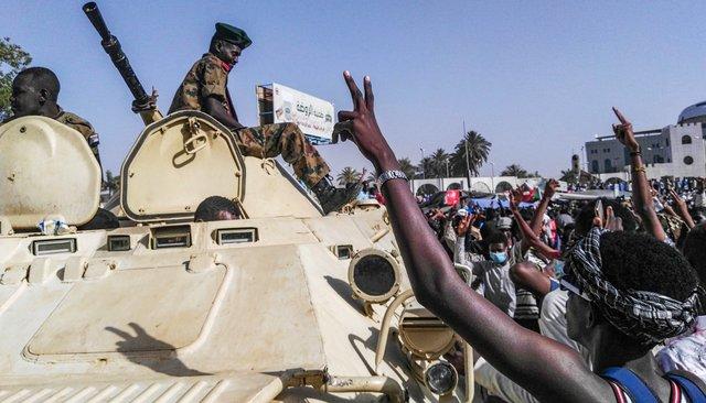 Военный переворот вСудане: президент Аль Башир находится вбегах