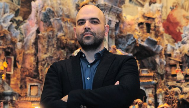 «Мафиози обожают фильмы о мафии и им подражают» Журналист Роберто Савиано — о «Пираньях Неаполя», разоблачении преступного мира и жизни под охраной
