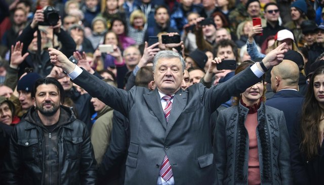 Петр Порошенко вовремя дебатов, накоторые непришел Владимир Зеленский. Киев, стадион «Олимпийский», 14апреля 2019 года