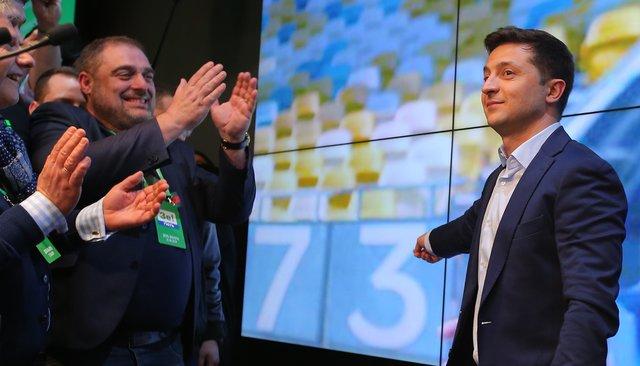 Владимир Зеленский победил навыборах срекордным результатом. Что будет делать новый президент Украины прежде всего?