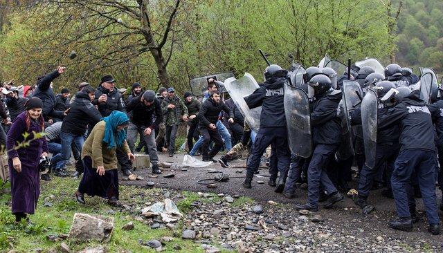 Жители Панкисского ущелья напали наполицейских из-за строительстваГЭС. Пострадали более 50 человек