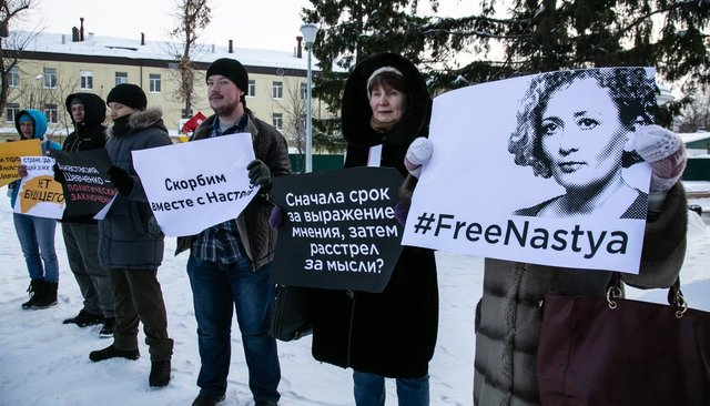 Supporters of Open Russia activist Anastasia Shevchenko picket in Tyumen. February 10, 2019