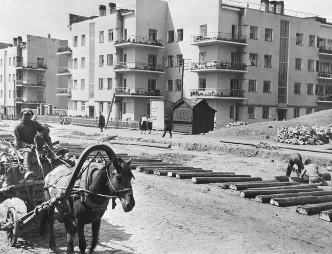 Construction workers build a housing complex for railroad workers and their families. Novosibirsk, 1934