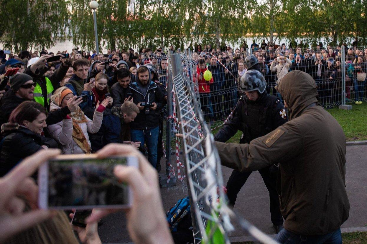 В Екатеринбурге тысячи людей митингуют против строительства храма