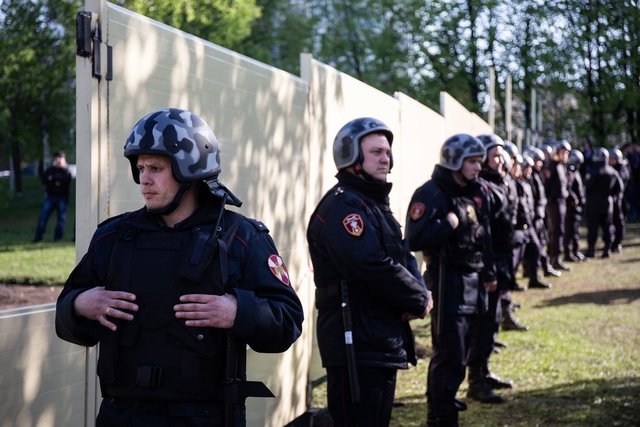 Protesters in Yekaterinburg kept toppling a fence, so now it's been replaced with this wall