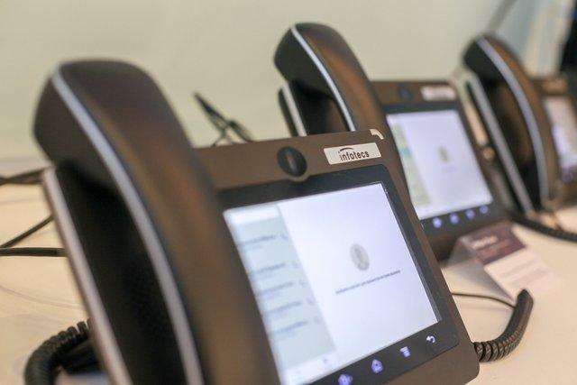 Телефон, показанный напрезентации «Инфотекса» иЦентра квантовых технологий МГУ