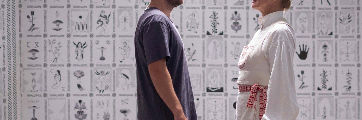 Что значат рисунки настенах? Зачем нужен медведь? Ипри чем тут Остин Пауэрс?