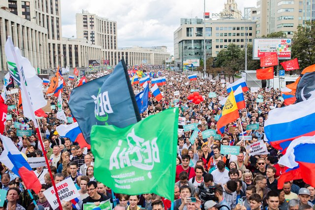 Photo: More than 20,000 people protest for fair elections in Moscow