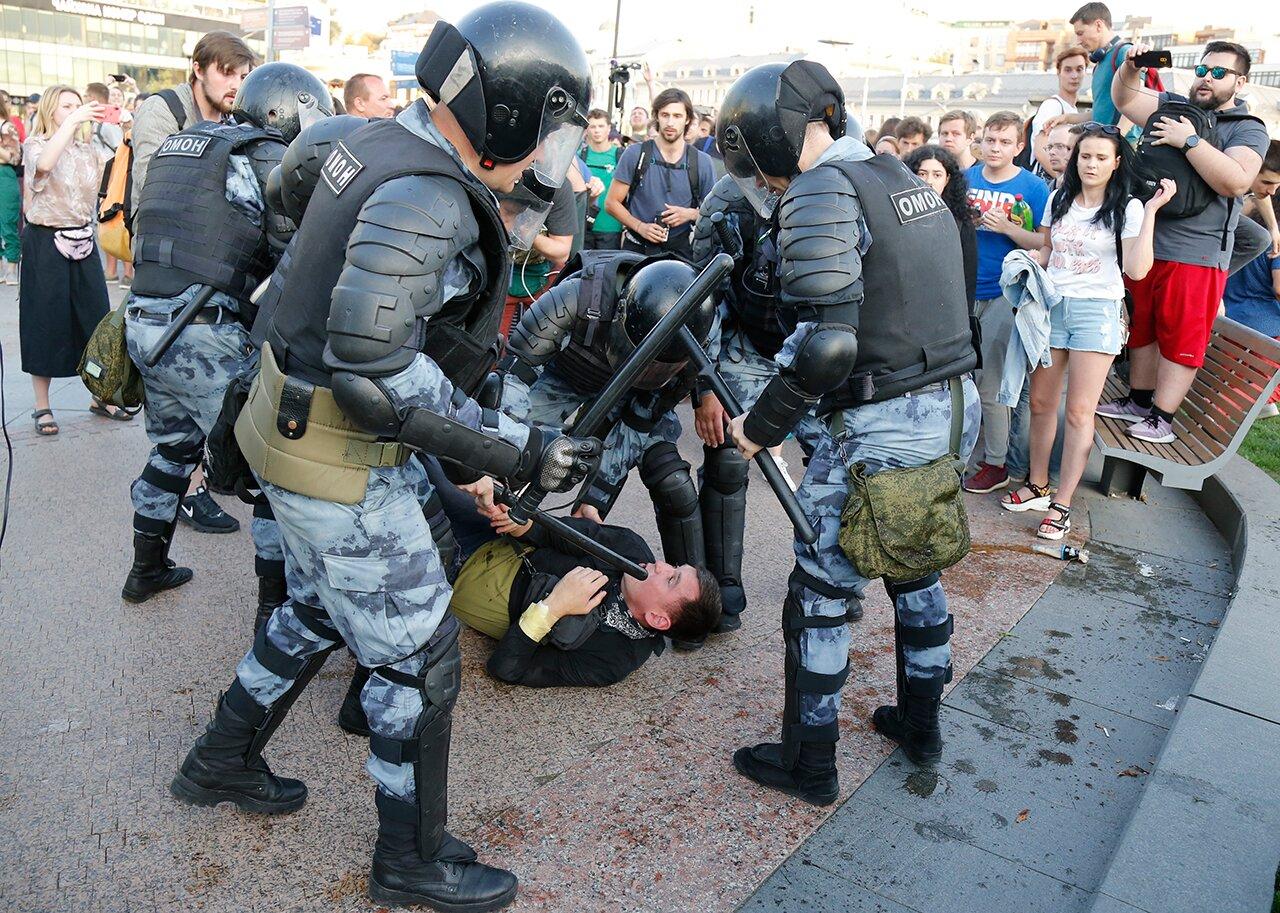 Очевидно, полицию в России пора радикально менять. Но как? У нас есть план  — Meduza