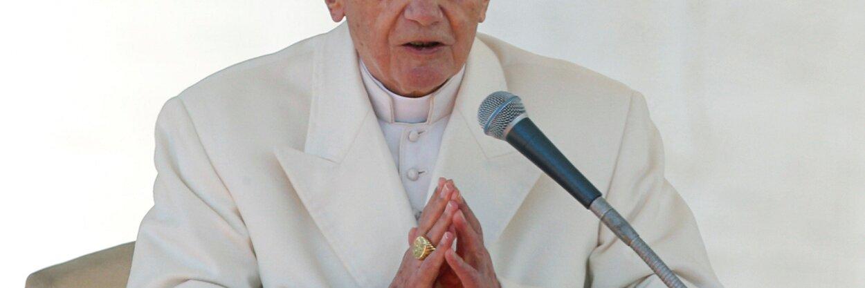 Бывший папа римский Бенедикт XVI выступил заполное сохранение целибата вкатолической церкви. Это противоречит позиции нынешнего понтифика Франциска
