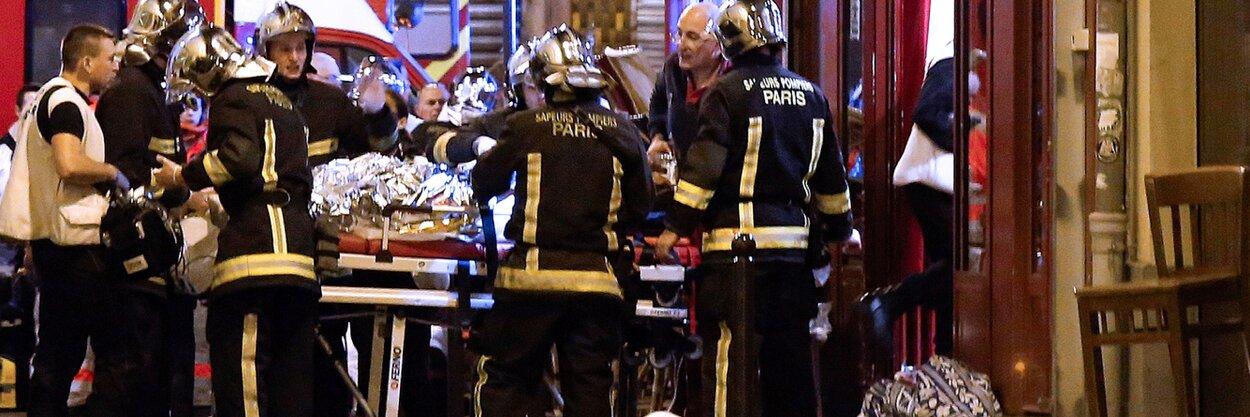 В2015 году при теракте наконцерте вПариже были убиты 90 человек. Теперь отец террориста выпустил обэтом книгу— вместе сотцом одной изжертв