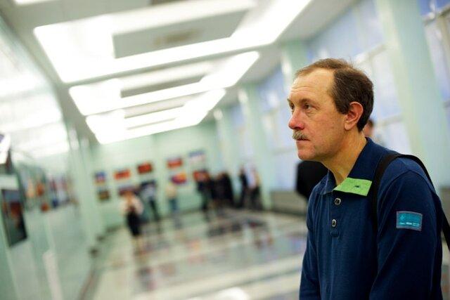 Они говорили «гнида пиндосская» и«пятая колонна». ВМоскве избили бывшего оператора ВГТРК Леонида Кривенкова, который рассказал оцензуре икоррупции наТВ. Мысним поговорили