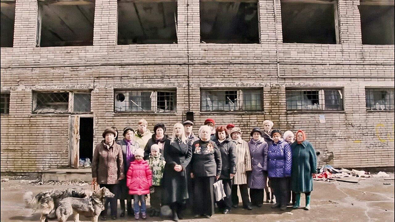 Котлован» — фильм, собранный из ютьюб-обращений россиян к президенту Его герои просят починить уличный фонарь, защитить Шиес и кричат «Путин, ура!» — Meduza