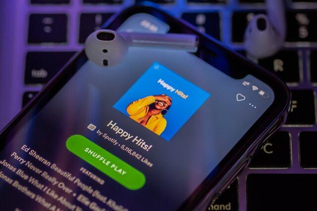 ВРоссию наконец пришел Spotify! Ичто стого? Чем онотдругих стримингов отличается?. Сейчас расскажем!
