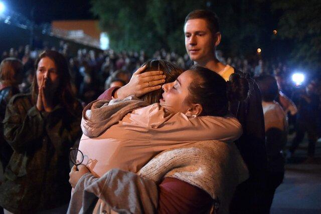 First moments of freedom. Protesters in custody in Minsk were released en masse last night