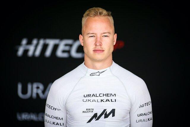 В инстаграме гонщика Никиты Мазепина появилось видео, где он хватает девушку за грудь. Его команда назвала это отвратительным, фанаты требуют дисквал