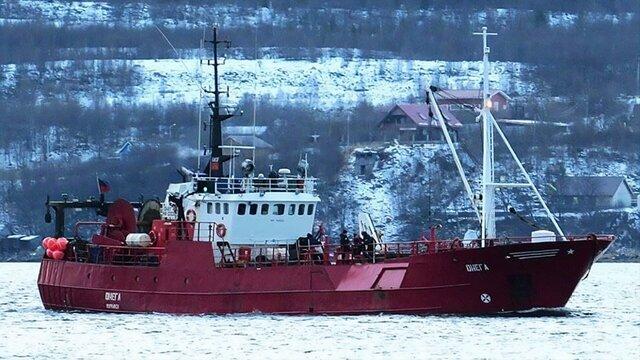 В Баренцевом море затонул траулер Онега. 17 моряков пропали без вести  они оказались в воде в 20-градусный мороз