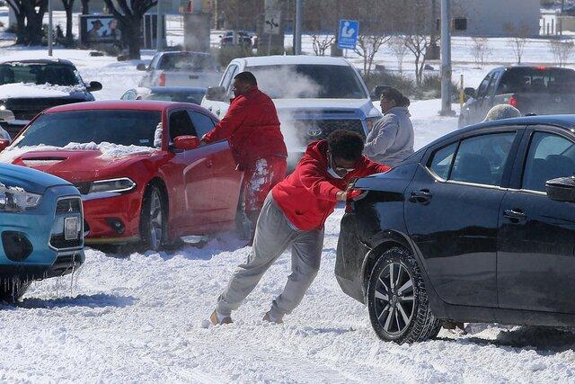 В южных штатах США  рекордные морозы. Миллионы людей на несколько дней остались без воды, тепла и света