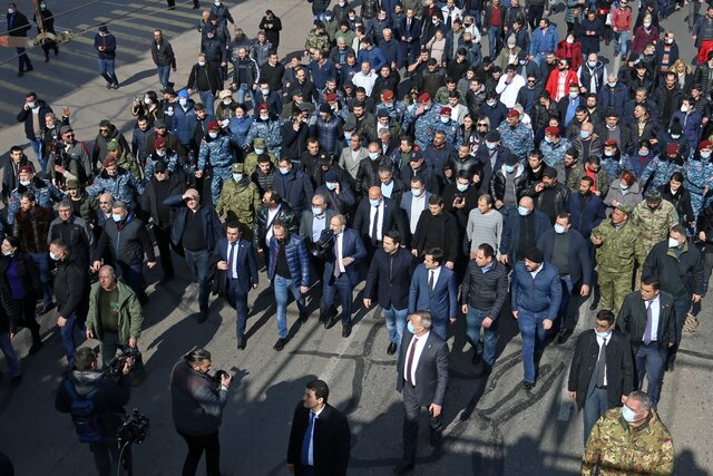 Генштаб Армении потребовал отставки премьера Никола Пашиняна  после того, как тот уволил генерала, высмеявшего его за критику российских Искандеров.