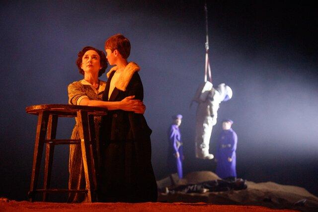 Три толстяка  в БДТ вышел новый эпизод зрелищного театрального сериала Андрея Могучего. Теперь вместо сказки  почти реальная история (очень страшная)