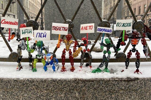 Биониклы вышли на митинг против Владимира Соловьева. Обошлось без задержаний