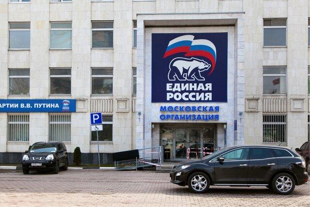 Цирк, Умный голос и Полный вперед  новая стратегия партии власти в Москве. На выборах в Госдуму Единая Россия надеется расколоть оппозицию, обмануть
