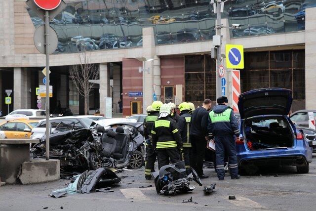 В Москве на Садовом кольце столкнулись пять автомобилей. В ДТП заподозрили блогера Эдварда Била (у него 4,3 миллиона подписчиков на ютьюбе)