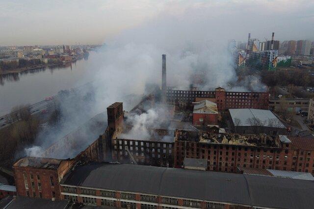 В Петербурге сгорела Невская мануфактура. Фотографии. Основная версия пожара  поджог