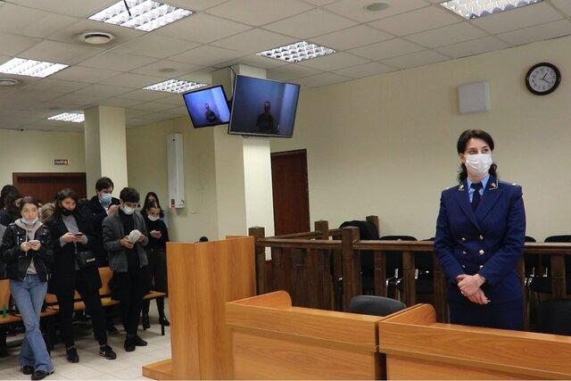 Я, конечно, скелет. Алексей Навальный выступил в суде и рассказал, как выходит из голодовки,  но в апелляции ему отказали. Репортаж Медузы