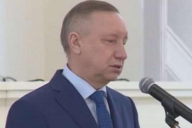 Губернатор Санкт-Петербурга Александр Беглов сбрил усы. Впервые за четыре года мы можем посмотреть на его верхнюю губу
