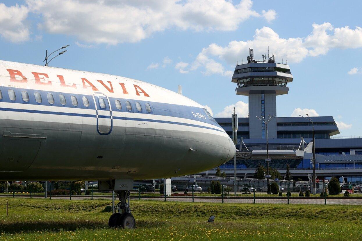 Евросоюз закрывает авиасообщение с Беларусью, компании уже отказываются от  полетов. Смогут ли белорусы уехать в Европу — и что это значит для россиян?  — Meduza