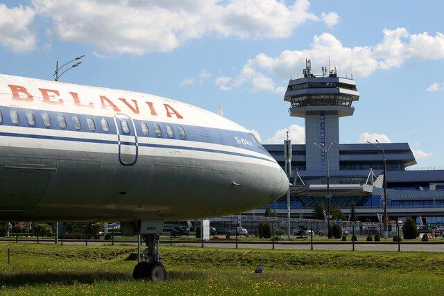 Евросоюз закрывает авиасообщение с Беларусью, компании уже отказываются от полетов. Смогут ли белорусы уехать в Европу  и что это значит для россиян