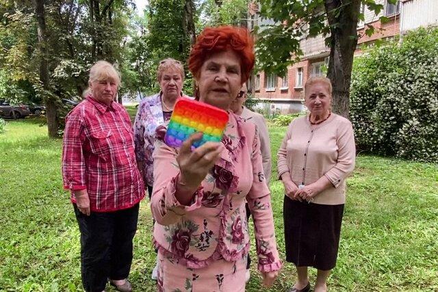 Сидят, руками трут-мнут. Отряды Путина нашли причину отупления россиян  во всем виноват поп-ит