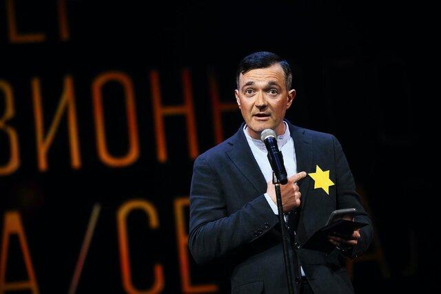 Мое тело  мое дело. Актер Егор Бероев выступил в защиту непривитых людей, нацепив на грудь желтую звезду