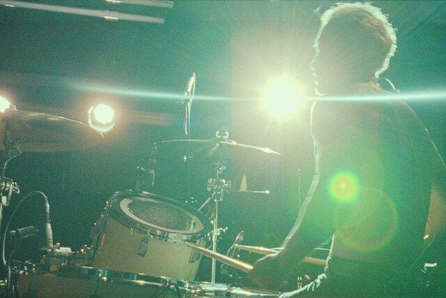 Звук металла  оскаровская драма о барабанщике, теряющем слух (отличная роль Риза Ахмеда). Собственно, звук в фильме  и есть самое удивительное