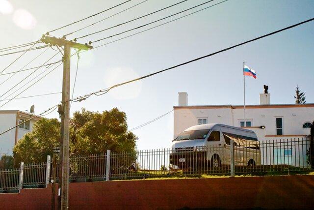 Около 700 россиян застряли в Новой Зеландии с просроченными паспортами. Новые документы могут привезти только дипкурьеры, которые перестали летать в