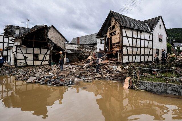 Мы еще не видели подобной катастрофы. Наводнение на западе Германии. Фото и видео. В землях Северный Рейн-Вестфалия и Рейнланд-Пфальц люди спасались