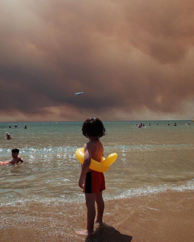 Эта фотография стала символ кризиса с лесными пожарами в Турции. Вот история создания этого кадра