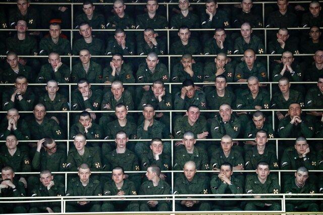 Посадили солдат, показали серию, обсудили. И это работает. Российским военным показывают Бесогона Никиты Михалкова. Чтобы они знали, как отличить пра