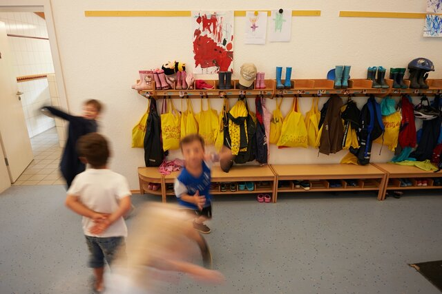 Чего ждать, когда отдаешь ребенка в детский сад. Фрагмент книги педиатра Романа Шияна Рота вирусов и батальон бактерий. Книга о детских инфекциях